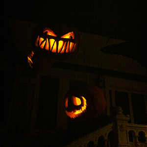 le-manoir-de-paris-hall-citrouilles-halloween-300