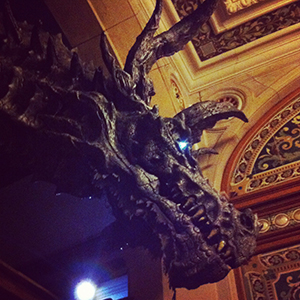 le-manoir-de-paris-hall-dragon-300