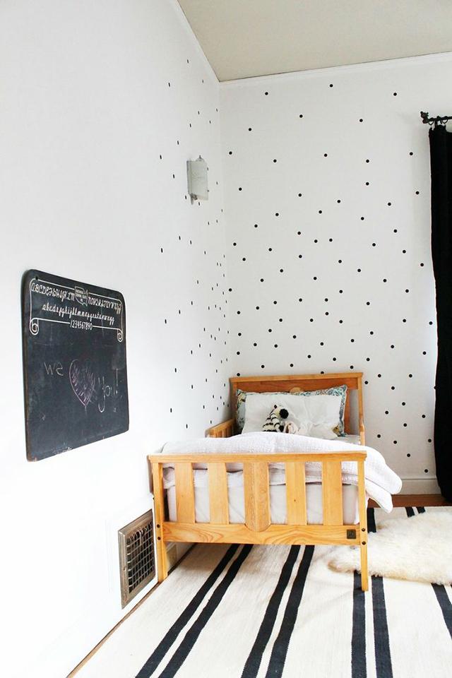 pois-noirs-mur-deco-640