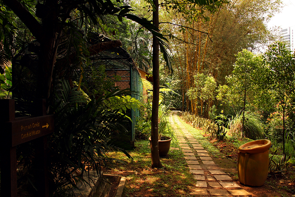 kuala-lumpur-malaysia-tropical-garden (3)