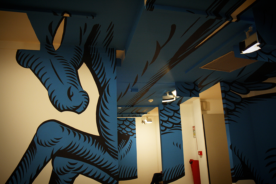 licorne-bleue-anamorphose-expo-street-art-paris-02