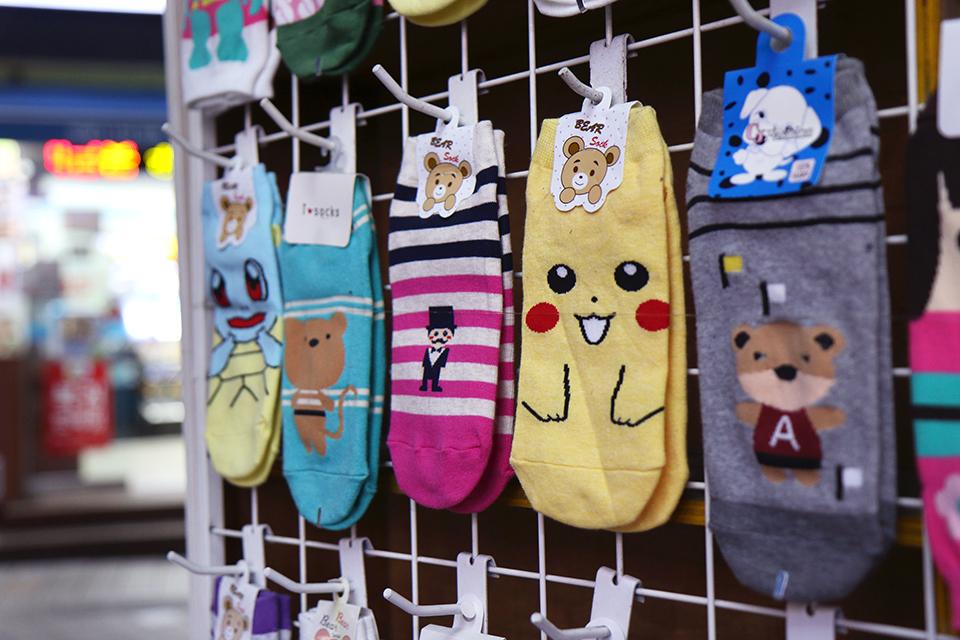coree busan chaussettes pikachu